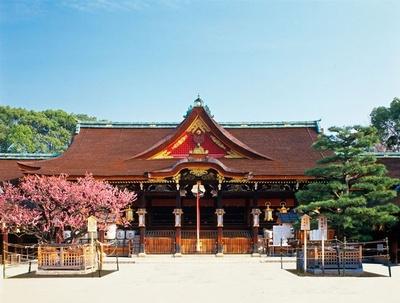学問の神様、菅原道真公を祀る神社として、季節を問わず多くの人が訪れる