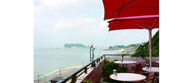 海見えカフェで秋風に吹かれて