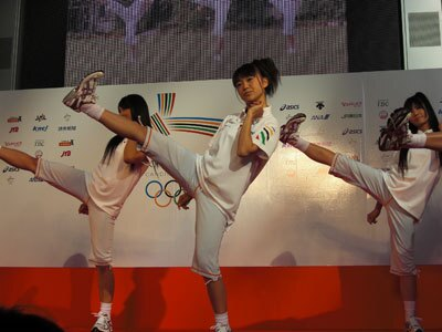 AKB48はTOKYO体操を披露