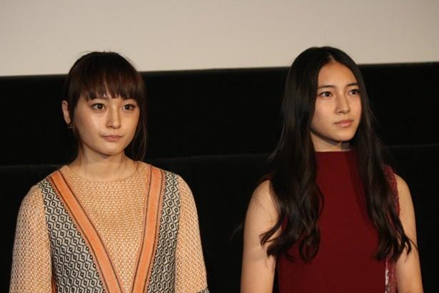 『ハローグッバイ』の舞台挨拶に登壇した萩原みのりと久保田紗友