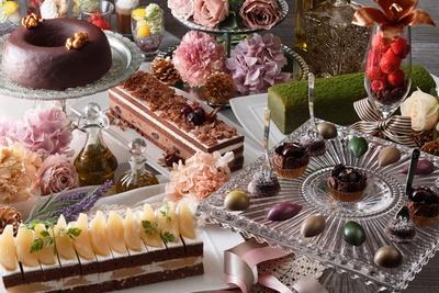 ショコラデザート約35種、オードブル&フルーツが15種、アイスクリームが50種など計約100種の絶品デザートが味わえる