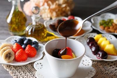 ココナッツオイルやアボガドオイルを合わせた「オイルショコラフォンデュ」はチョコレートの風味を活かしつつ体に優しいデザートを提案