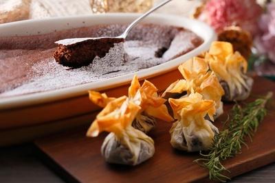 焼きたてが提供される「スフレショコラ」は温かいうちにふわふわの食感も味わいたい