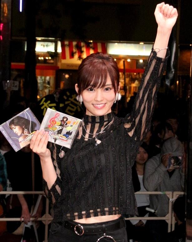 ファーストアルバム『Rainbow』発売記念イベントを開催した山本彩
