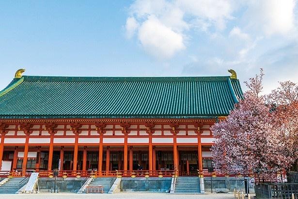 大極殿や大鳥居、広大な神苑など、平安神宮は規模の大きさが印象的/平安神宮