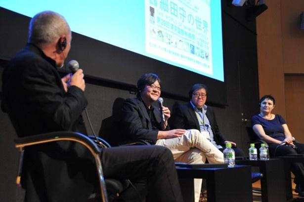 【写真を見る】細田監督とトークを交えたフランス人、韓国人、ドイツ人の各氏から質問が飛び交う
