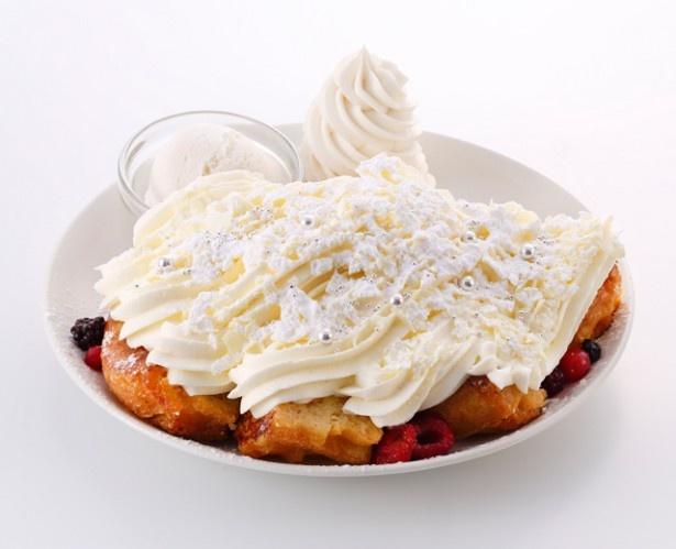 「ホワイトクリスマス」レギュラー1800円(税抜)、ハーフサイズ1200円(税抜)。 濃厚なチーズクリームがたっぷり!