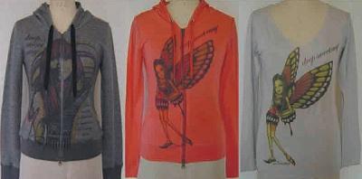 ロングTシャツ(9975円)のほか、薄手厚手のタイプのパーカー(13,440円〜)など08年winter collectionの商品を展開