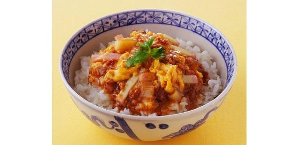 「うちのごはん」の「すきやき肉豆腐」をアレンジすれば、肉たま丼に変身!