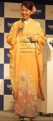 着物が大好きだという小林さんは「女性としての大切な心を気づかせてくれる」と語った