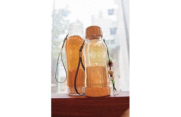 底に茶こしがついた水筒も「華泰茶荘」で購入可能。お湯を注ぐだけだから、きゅうすもいらない