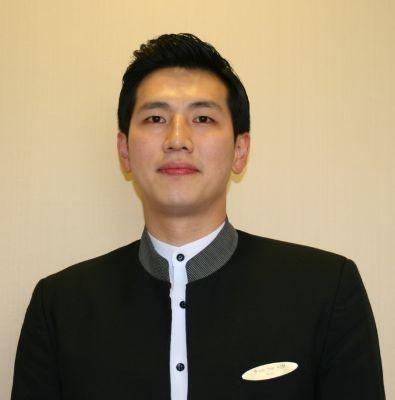 正統派イケメンのキムさんはソウル プラザ ホテルのウェイター