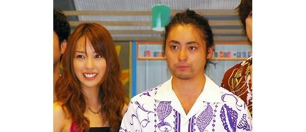 マドンナ役の戸田と、自意識過剰な主人公(?)杉本役の山田のツーショット