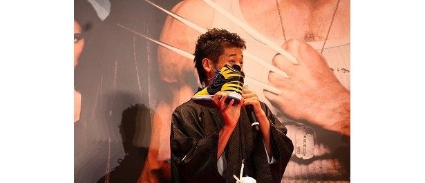 佐藤隆太は、ウルヴァリン仕様のスニーカーで登壇