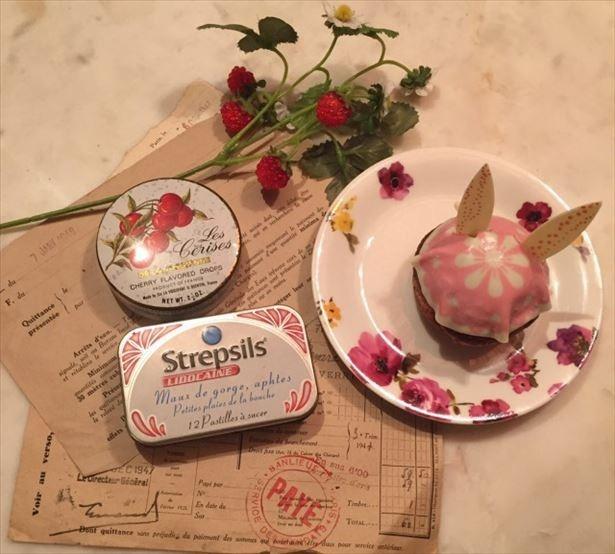 【写真を見る】ニコラハウスの代名詞「うさぎシュークリーム」(税抜350円~)は、焼きたてにこだわった特製シュークリーム