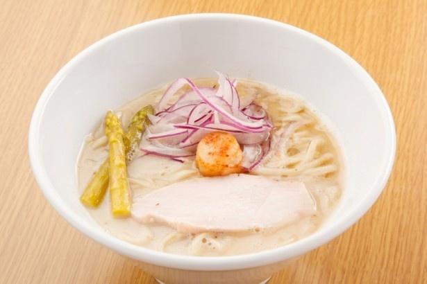 ホタテ白湯そば(800円)。東海エリアでは滅多に味わえない、ホタテの白湯ラーメン
