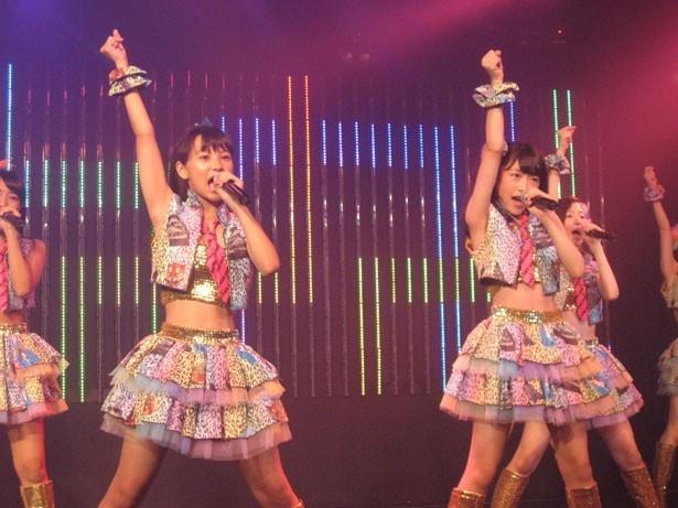 『なんでやねん、アイドル』は本郷柚巴(左)と西仲七海(右)がWセンター!