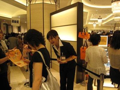 堂島ロールはもちろん、阪急うめだ本店限定ロールが人気の「モンシュシュ」