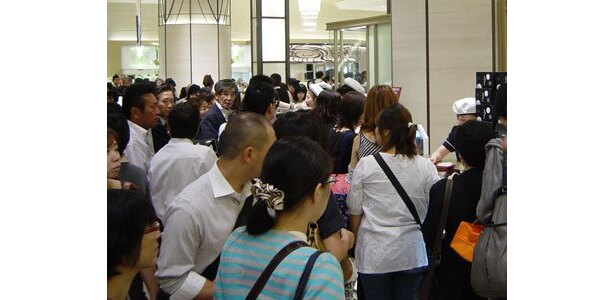 「HAMON」前は、来店者が多数でお店がみえないほど!