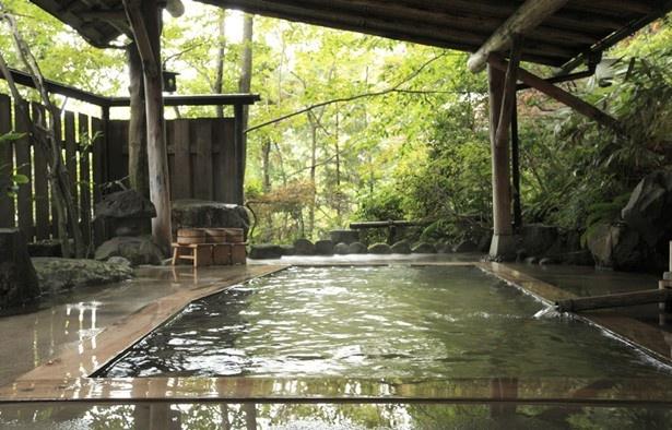 1位の「鳴子温泉郷 大沼 露天風呂」。8つのお風呂のうち5つが貸し切り可能。プライベート感を楽しむならぴったり!