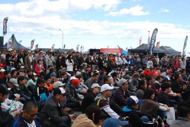 ステージイベントは大勢のファンでにぎわった