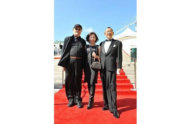 左から:モントリオール世界映画祭のプレジデント(主宰者)セルジュ・ロジック氏、西川美和監督、笑福亭鶴瓶