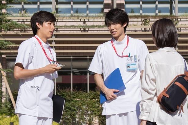 医療用語が飛び交う撮影現場で刺激を受けているという池岡亮介(写真左)