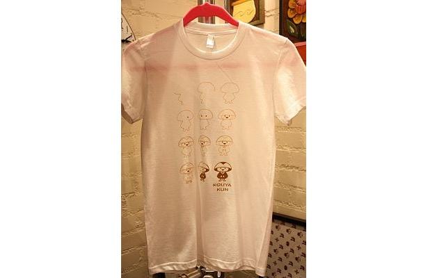 Tシャツは数種類のデザインがある。すべて¥2100