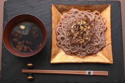 「トリュフ蕎麦」(最大6800円)は、トリュフと金箔をふんだんに使用している(写真はイメージ)