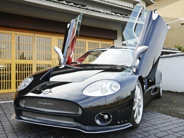 2001年発売のオランダの自動車メーカー、スパイカー・カーズ社の2ドア「スパイカー C8 ラヴィオレット」