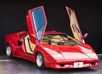 ランボルギーニが1988年に創立25周年を記念して製造した「ランボルギーニ カウンタック アニバーサリー」