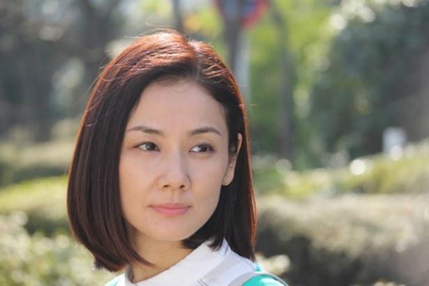 修治の妻・彩子役を演じた吉田羊