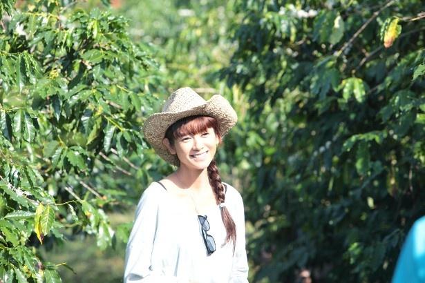 【写真を見る】まぶしい!おじさんが恋する稲葉エリー役の真木よう子