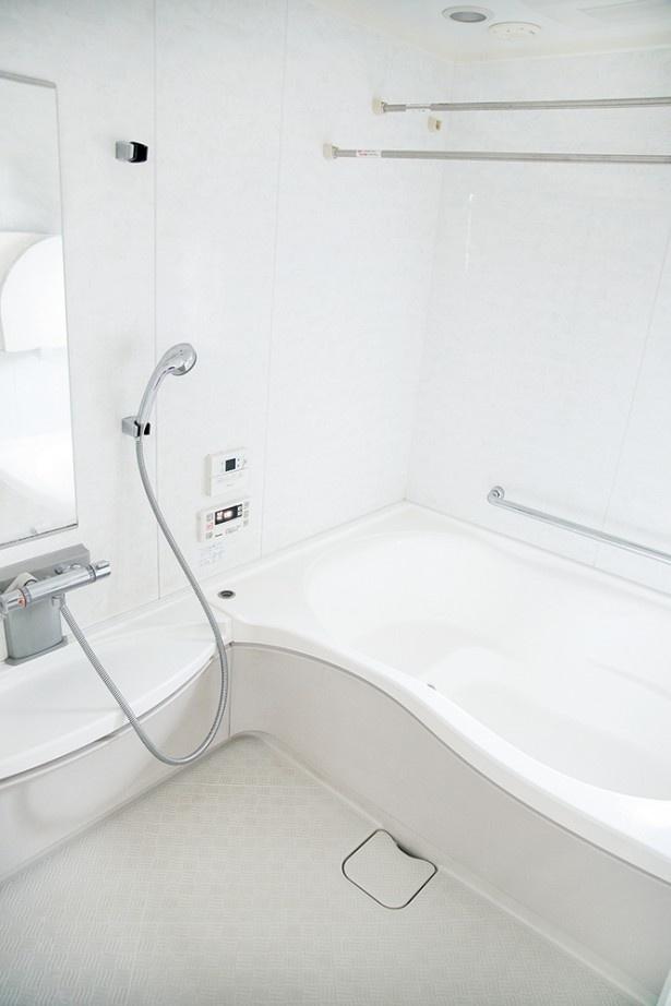 隅のほうにポツポツ発生する黒カビを一掃して、快適な浴室に!