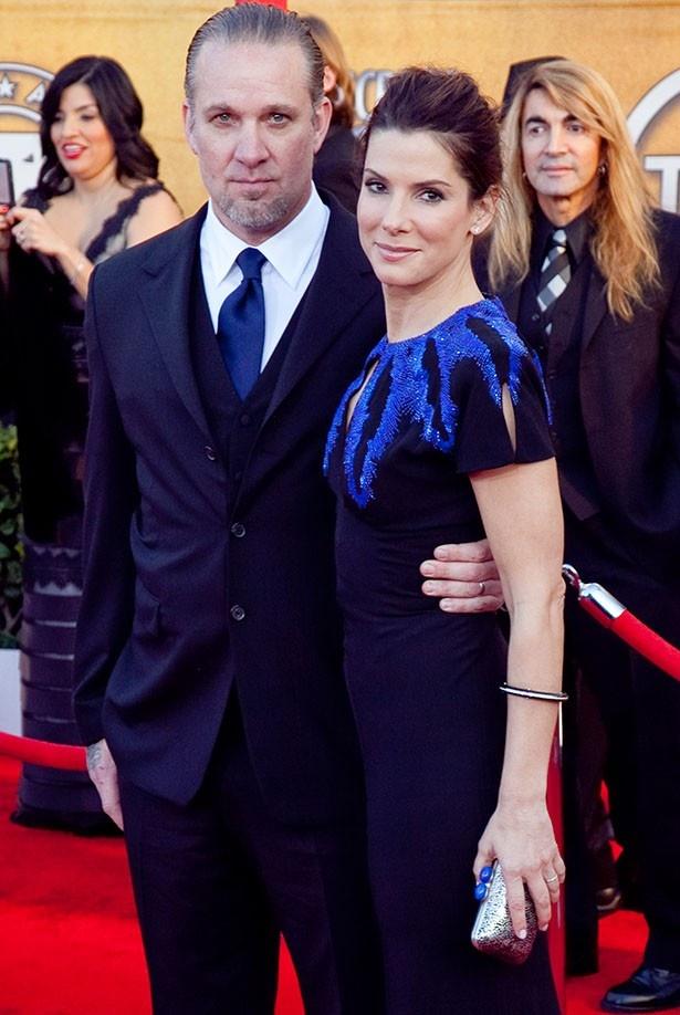 2010年に離婚したサンドラとジェシー
