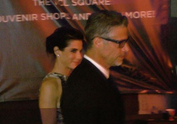 【写真を見る】LAでのイベントに現れたサンドラ・ブロックとブライアン・ランドール