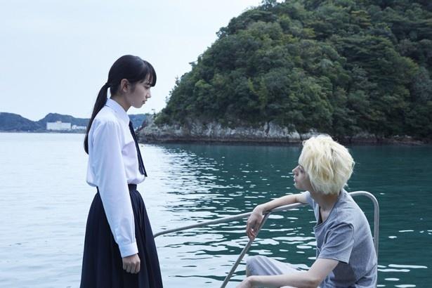 コウ(菅田)と別れ、夏芽(コマツ)は心を塞ぐようになる