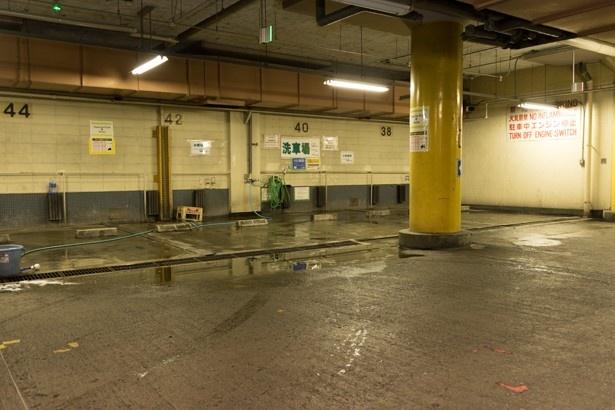 地下2階の奥に用意されている洗車スペース