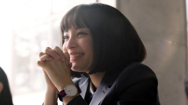 思いを寄せる先輩(新川五朗)が通う大学を受験するすず