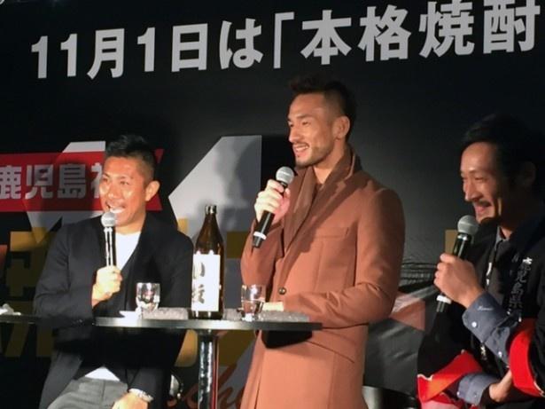 「焼酎ストリート」に参加した前園真聖さん(左)と中田英寿さん(右)