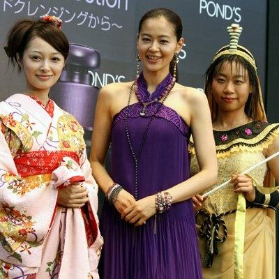 スキンケアブランド「POND'S」の新商品「ポンズ ブラッククリーン」シリーズの発売を記念したイベントですっぴんメイクで登場した、黒谷友香さん、市井沙耶香さん、いとうあさこさん