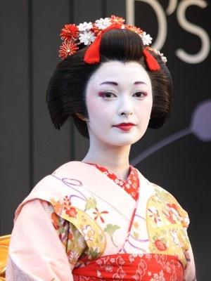 舞妓さんメイクで登場した元モーニング娘。の市井市井紗耶香さん