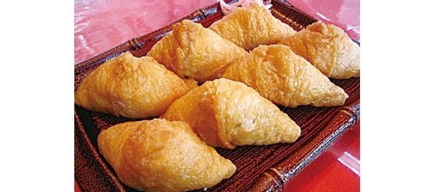 甘辛く味付けがたまらない、看板メニューの「いなり寿司」(7個・910円)/稲福