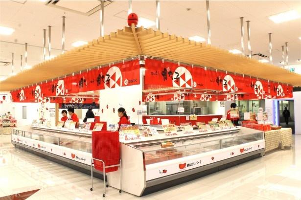 明太子専門店ならではの豊富な品揃えの売店エリア