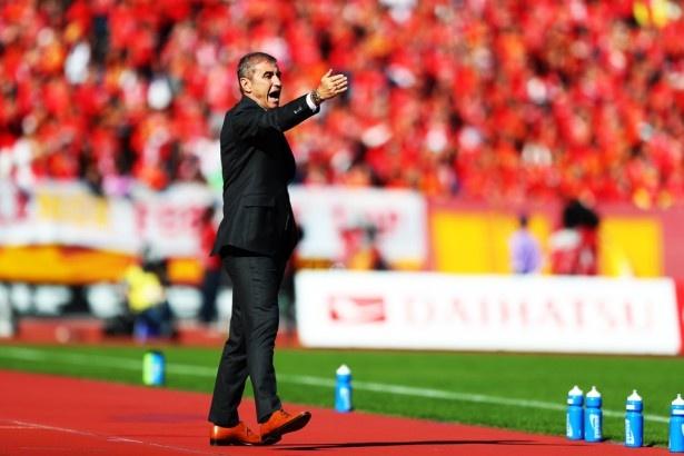 18戦未勝利だったチームを立て直すべく就任し、最終節まで踏みとどまらせたボスコ・ジュロヴスキー監督