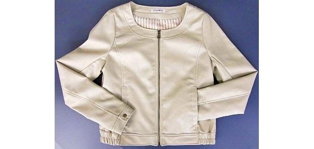 「ノーカラーライダーズジャケット」のオフグレー。ブラックと共に、7・9・11・13・15号の5サイズを展開