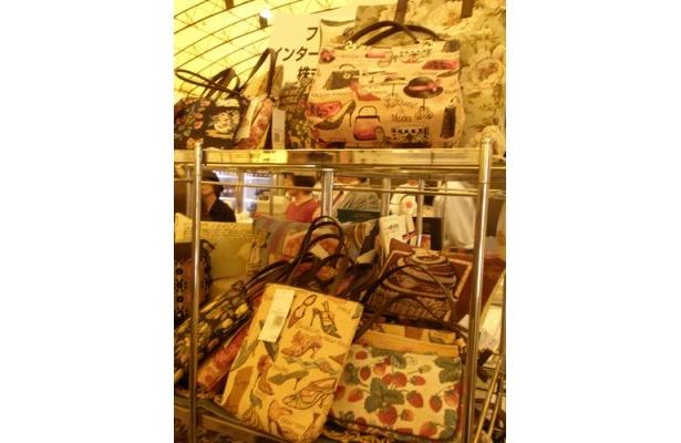 ゴブラン織りの本場もベルギーでした! ミニポーチ¥3500〜