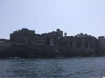 外洋から見た軍艦島