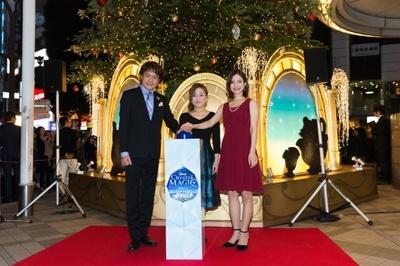【写真を見る】ディズニーミュージカル「美女と野獣」に出演する劇団四季のキャストが登場。左からビースト役の佐野正幸さん、ミセス・ポット役の遠藤珠生さん、ベル役の平田愛咲さん