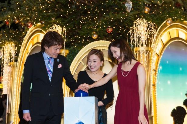 点灯式ではビースト役、佐野正幸さんによる歌「愛せぬならば」をはじめ、ベル役を演じる平田愛咲さんの「我が家」、ミセス・ポット役の遠藤珠生さんによる「美女と野獣」が披露された